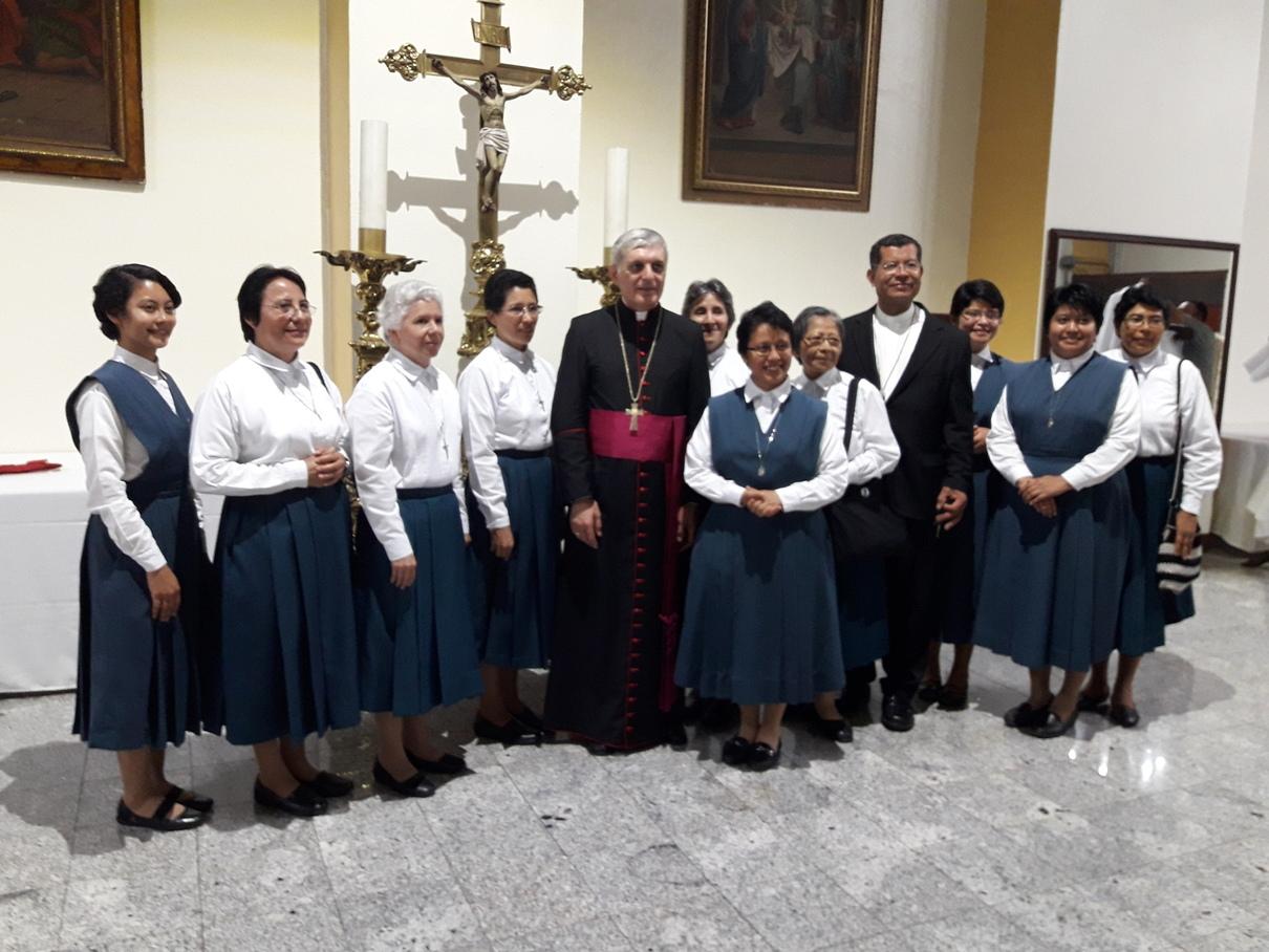 Con el Sr. Nuncio y Mons. Elías Rauda